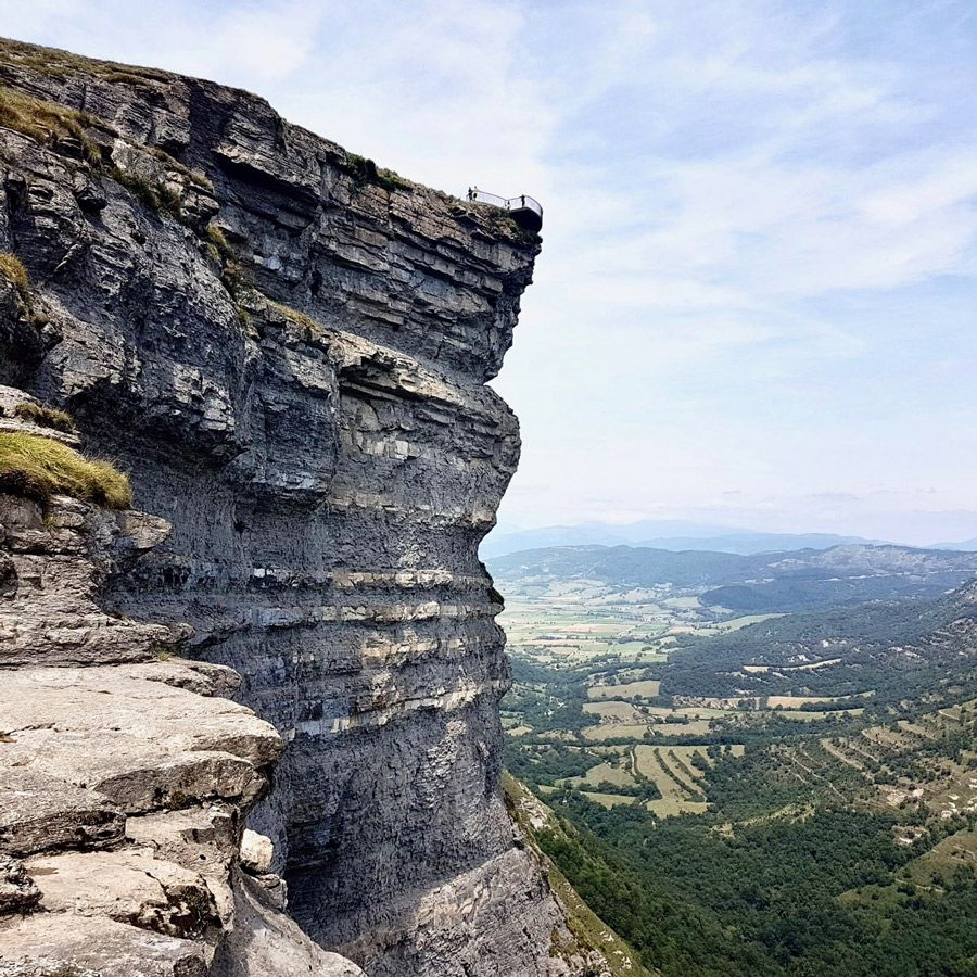 Hiking Nervion's source and wolve's path - Mountain Routes